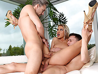 Hot house dealer gets double penetrated