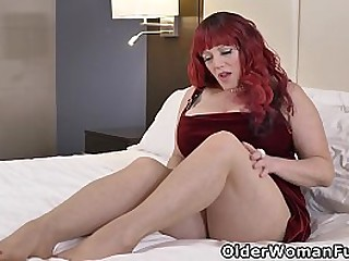 Voluptuous milf Roxee Robinson makes herself comfortable on a king size bed and lets a sex toy work its magic between her legs (brand NEW video available in Full HD 1080P). Bonus video: USA BBW Marie Black.