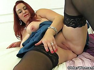 Chunky mature Devon Breeze from the UK fingers her lovely fanny in black stockings (brand NEW video available in Full HD 1080P). Bonus video: English BBW Scorpio.